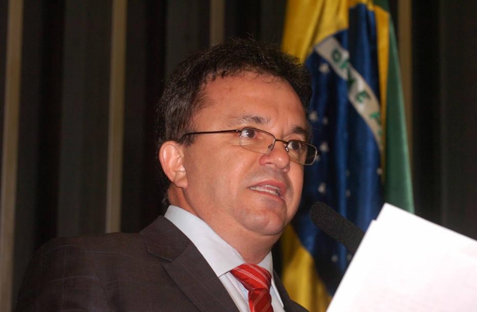 Deputado petista acha brecha no sistema para pagar assessor