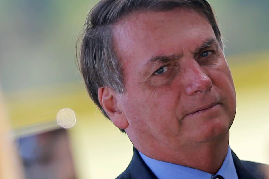 Presidente Jair Bolsonaro deixa o Palácio da Alvorada, em Brasília (DF).