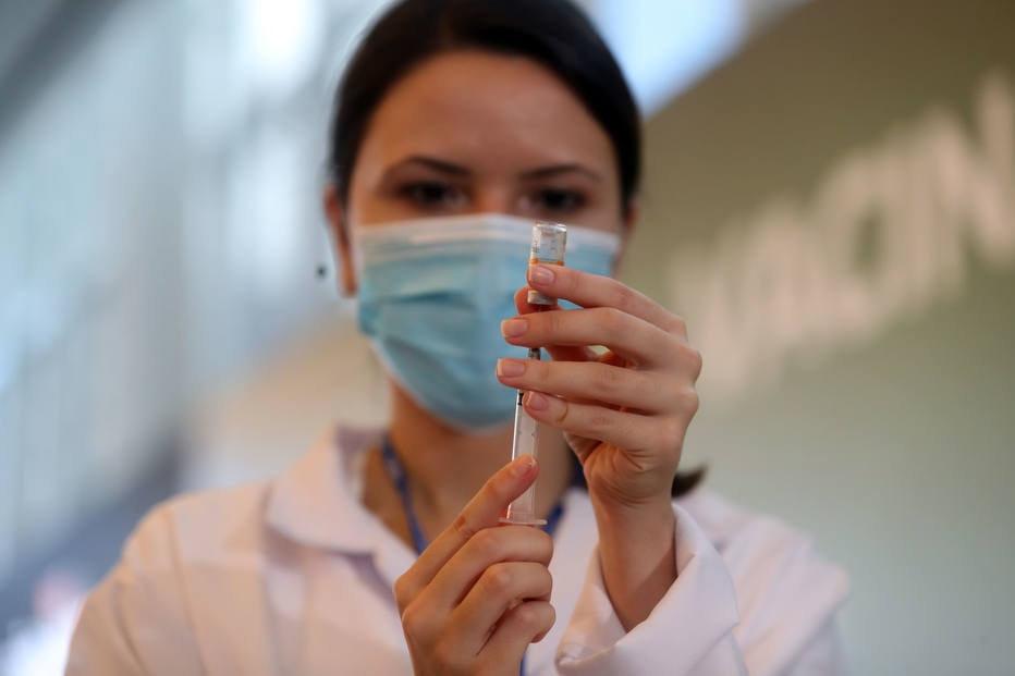 Na fila e com medo, não imunizados vivem ansiedade pré-vacina