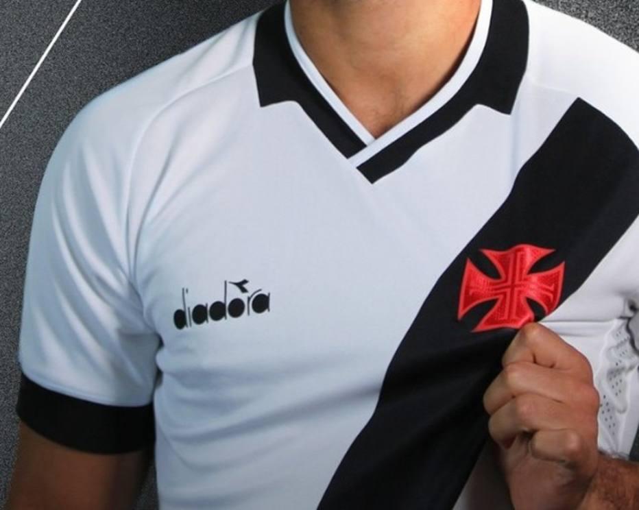 8994ea1dbe Você sabe onde foram parar as tradicionais estrelas na nova camisa do Vasco?