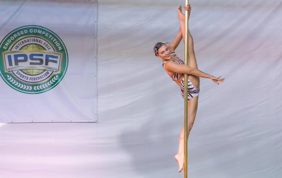 ef3deaf1ab Atleta vence pela 4ª vez o brasileiro de pole dance e se classifica para o  mundial