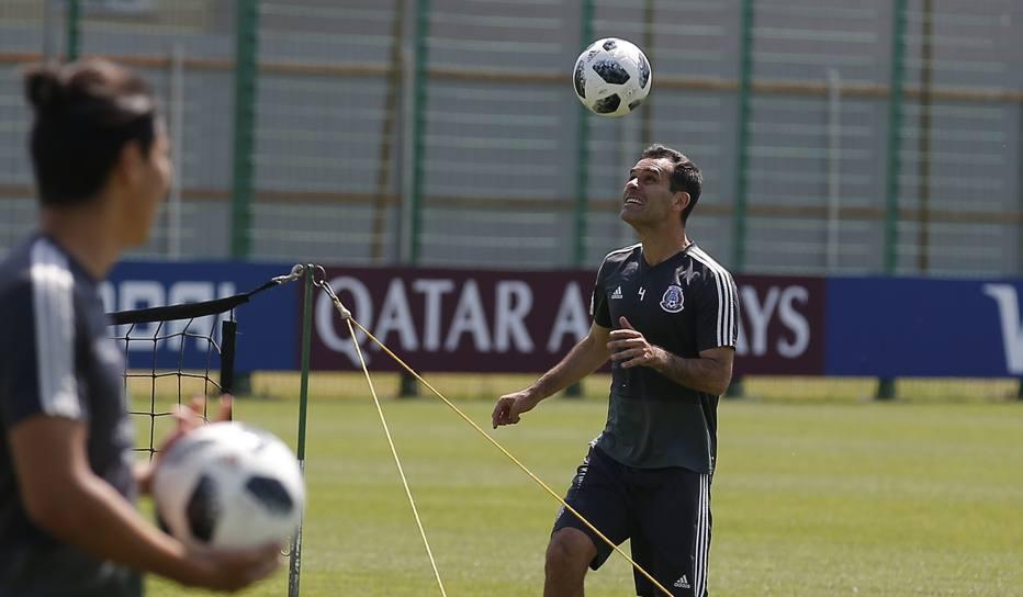 Entenda por que o capitão do México é o único jogador da Copa sem patrocínio.  Rafa Marquez não ... a6f52cc2cea76