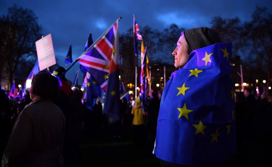 Parlamento britânico deve rejeitar acordo de saída da União Europeia negociado pela premiê Theresa May