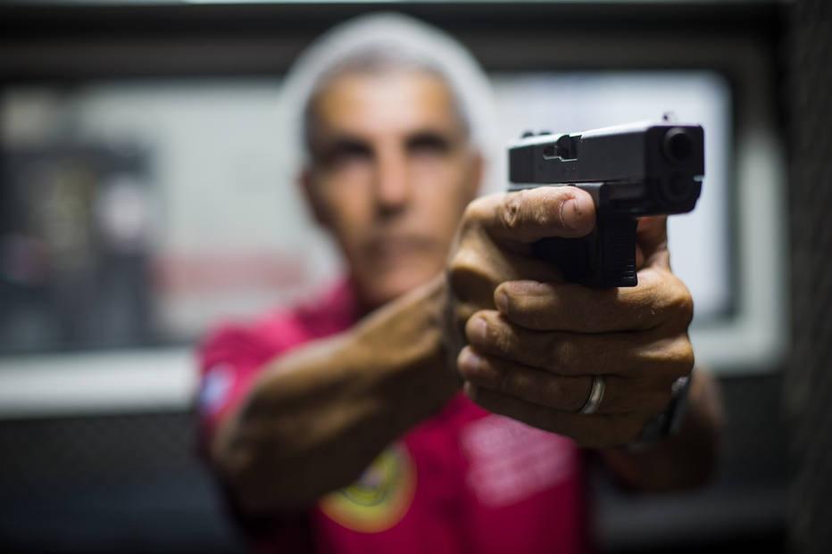 Decreto pró-arma de Bolsonaro poderá abranger 76% da população