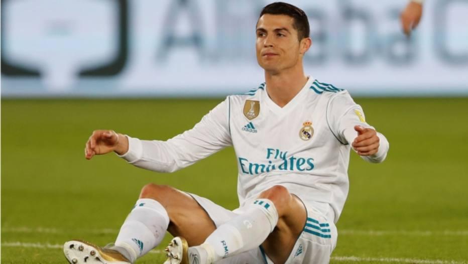 Falta de respeito   Cristiano Ronaldo quer receber como Messi e ... b6d8dabc8a2f5