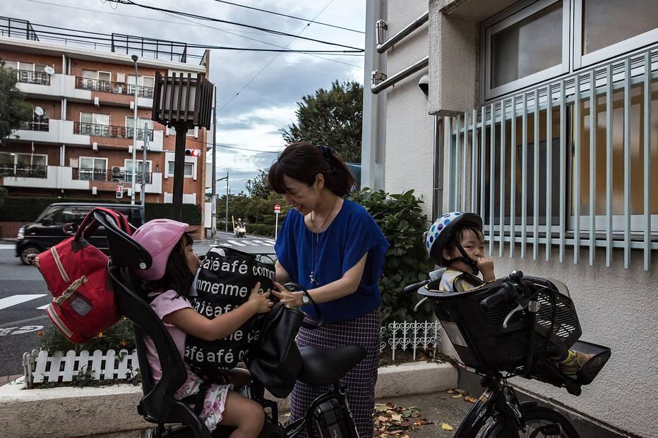 No Japão, homens dedicam menos horas ao trabalho doméstico e ao cuidado com os filhos em comparação a outras nações desenvolvidas