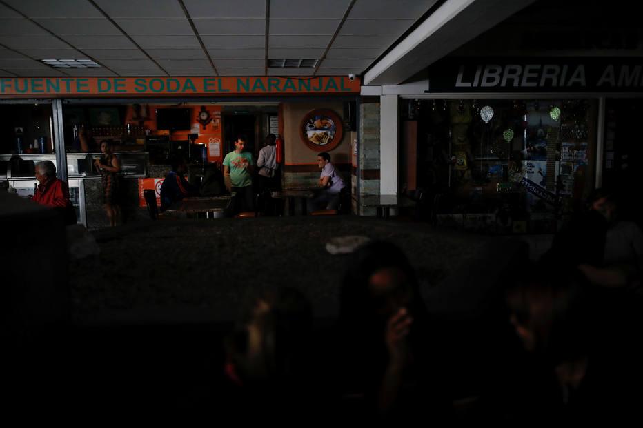Shopping de Caracas, na Venezuela, ficou sem luz por causa do apagão