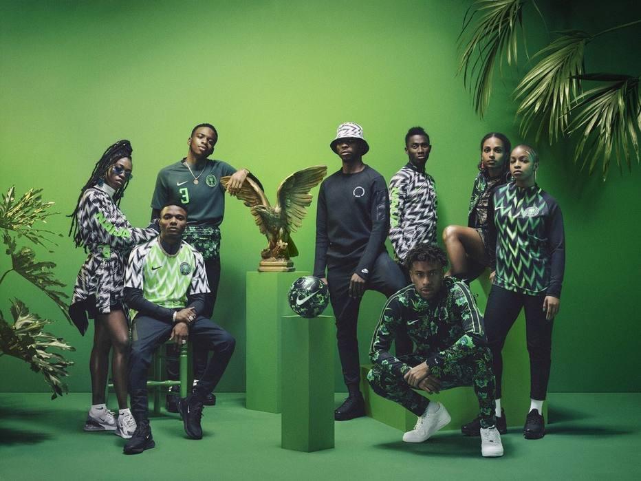 Camisa da Nigéria na Copa do Mundo disputa prêmio com grifes famosas.  Uniforme da seleção nigeriana ... 7afd80901d769
