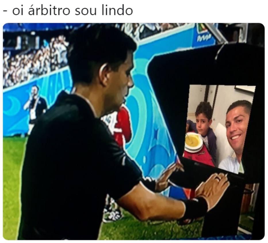 6486b1f1d Relação de Cristiano Ronaldo com o filho foi um dos memes que renderam em  2018 Foto  reprodução  Twitter