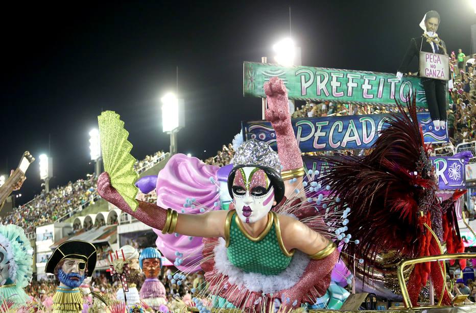 1º dia de desfiles das escolas de samba no Rio - Sapucaí