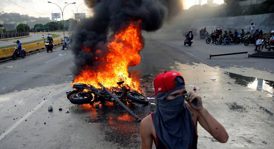 Videversus milicias bolivarianas foram de casa em casa for Piscina municipal de orcera