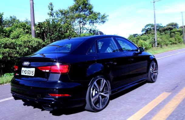 Audi RS3 Sedan x Mercedes-AMG CLA 45