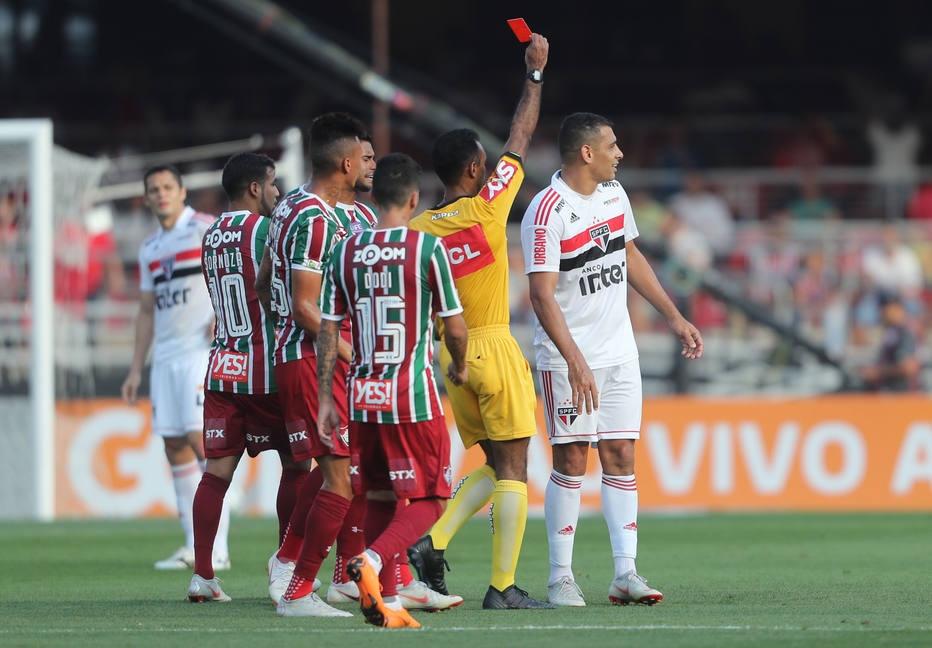 CBF vê decisão acertada do árbitro em expulsão de Diego Souza 5104e743613e8