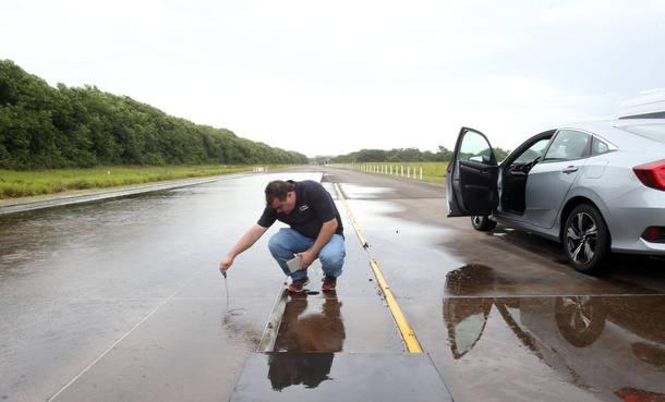 Teste de aquaplanagem