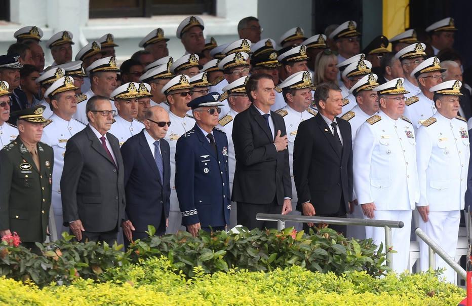 Militarização atinge 2º e 3º escalões do governo Bolsonaro