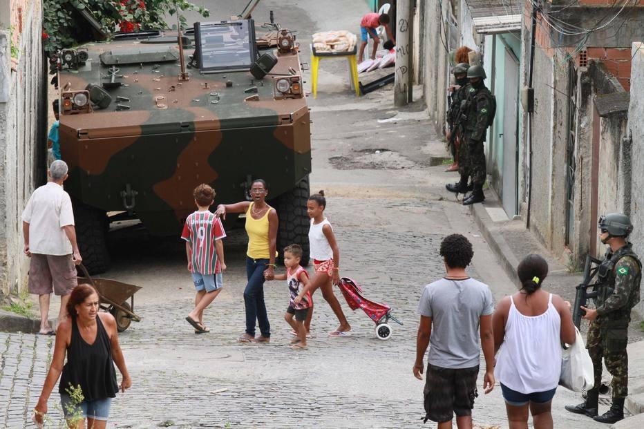 Operações do Exército e da polícia deixam 7 mortos no Rio