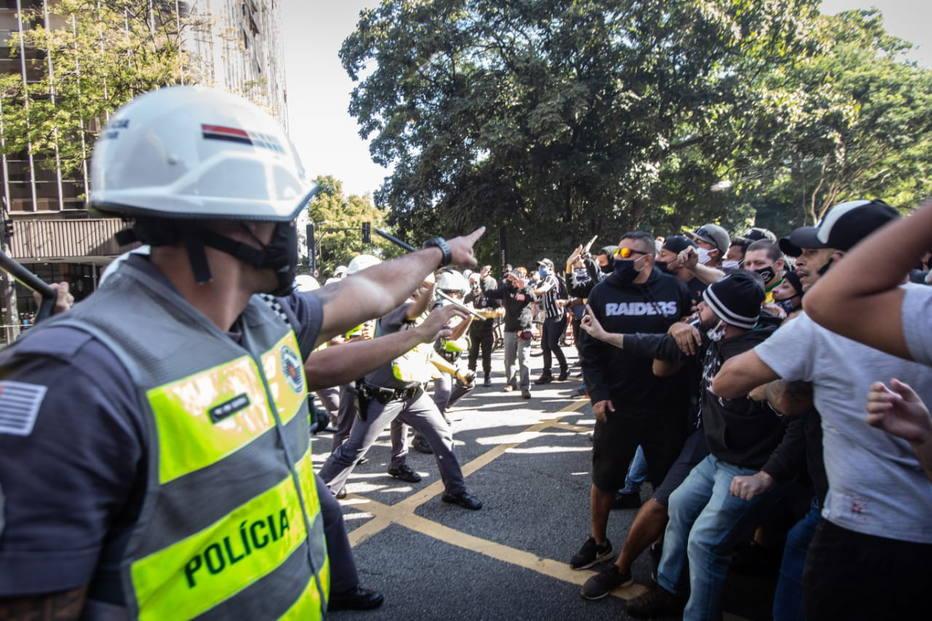 Confronto na Paulista