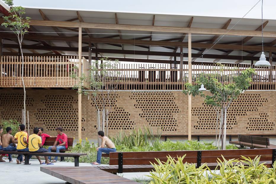 A escola da Fazenda Canuanã, na zona rural de Formoso do Araguaia, (TO), que recebeu o prêmio de Melhor Edifício de Arquitetura Educacional do mundo, da Building Of The Year