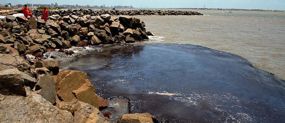 Vazamento de óleo em praia de Sergipe