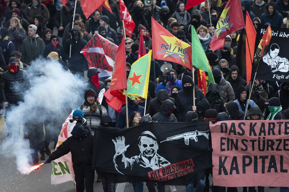 """Esquerdistas europeus: """"Matem Bolsonaro com suas próprias armas"""""""