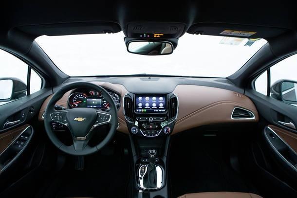 Toyota Corolla Hybrid x Honda Civic Touring x Chevrolet Cruze Premier