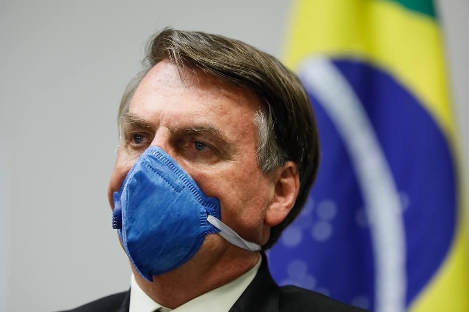 'Se nada fizermos, poderemos ter apagões', diz Bolsonaro nas redes sociais