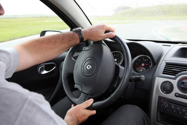 Veja como se posicionar corretamente ao volante
