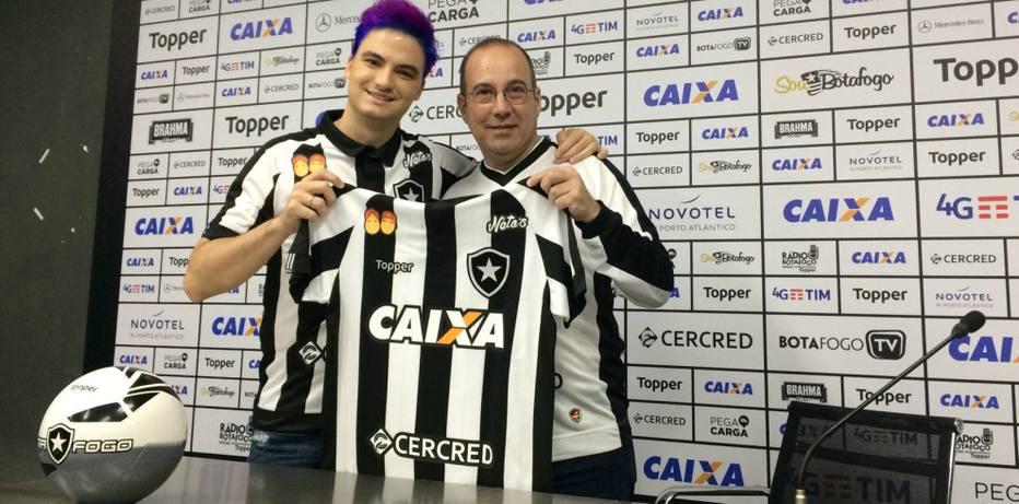 33503e41fe Empresa de coxinhas de Felipe Neto acerta patrocínio pontual com o Botafogo