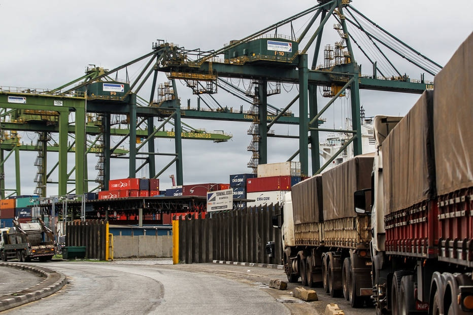 Exportação perde força, e importados voltam a ganhar espaço no mercado nacional