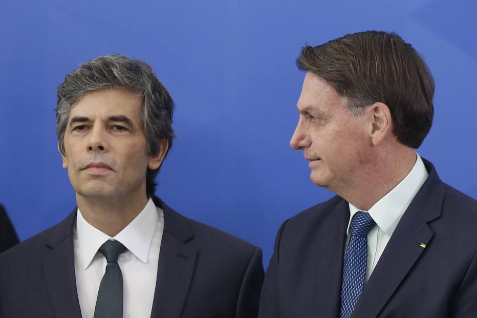 Bolsonaro defende comércio e fronteira abertos durante posse de Nelson Teich