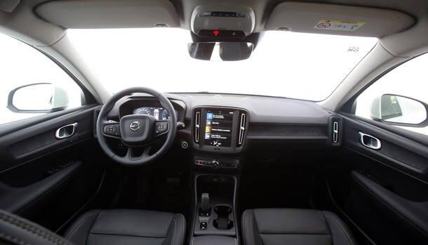 Novo XC40 enfrenta Audi Q3