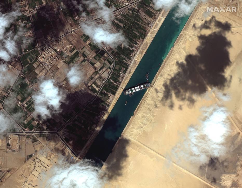 ctv-me0-2021-03-27t144750z 1497666136 rc2qjm9t63o7 rtrmadp 5 egypt-suezcanal-ship