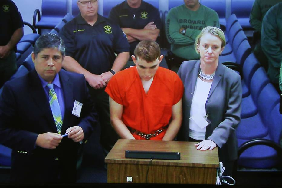 Atirador da Flórida fez comentários racistas e homofóbicos em chat, diz CNN