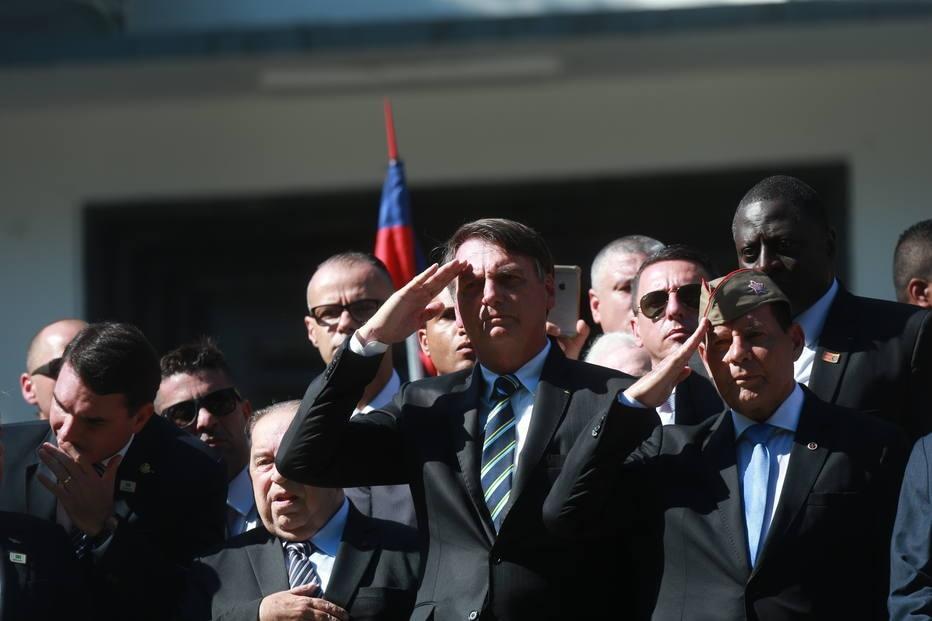 Bolsonaro diz que quer colocar colégios militares em todos os estados do Brasil