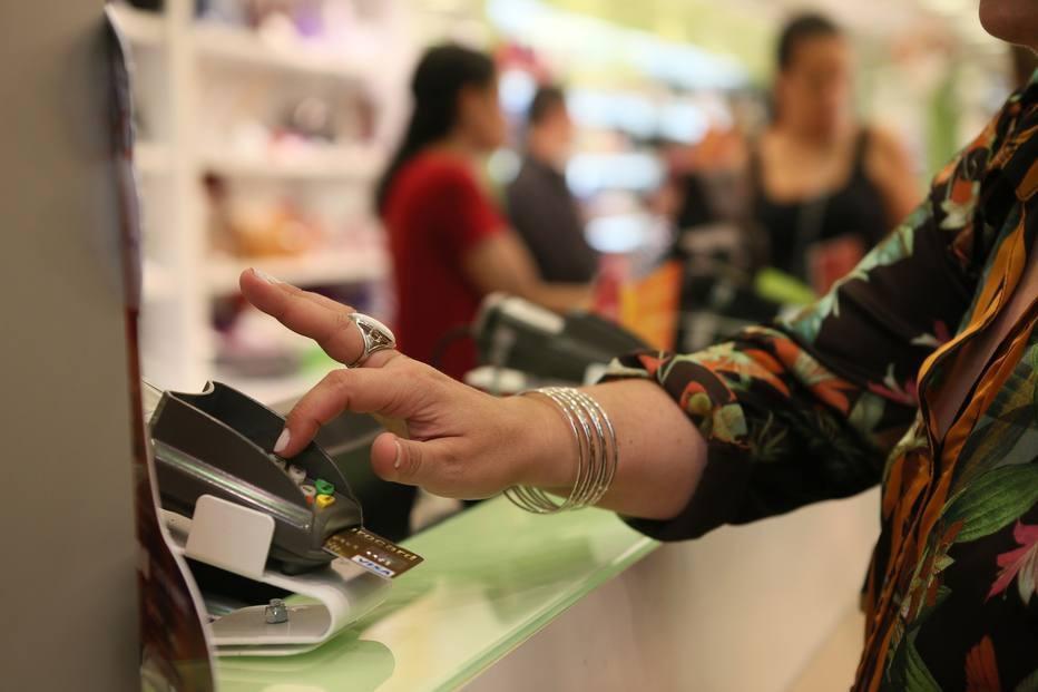 Juros do cartao de credito e do cheque especial sobem em novembro