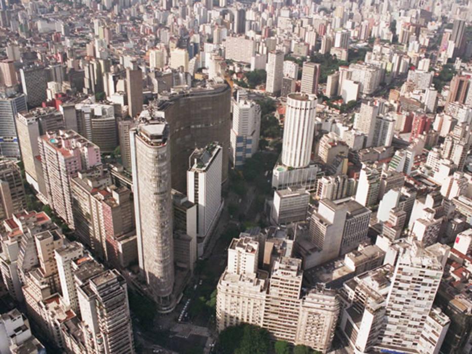 Doria desiste de corrigir valor venal de imóveis e anuncia alta de 3% no IPTU