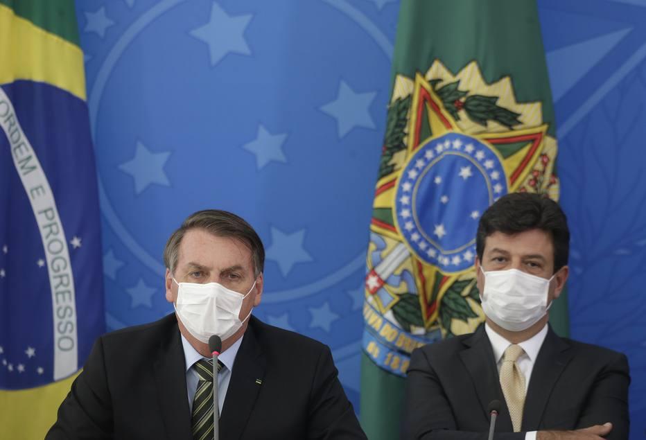 Presidente Jair Bolsonaro e o ministro da Saúde Luiz Henrique Mandetta em coletiva na quarta-feira, 18