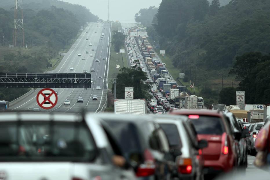 Rodovia dos Imigrantes tem trânsito lento na volta do feriado (foto de arquivo)