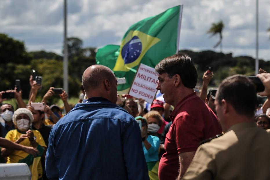 O presidente Jair Bolsonaro, durante manifestação contra o Congresso e a favor da intervencao militar em frente ao Quartel General do Exército em Brasília Foto: GABRIELA BILO/ ESTADAO