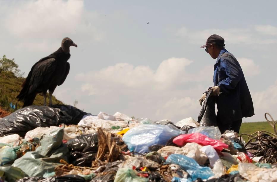 Até o ano passado, o País tinha 3 mil lixões; extinção desses espaços deveria ter ocorrido em 2014