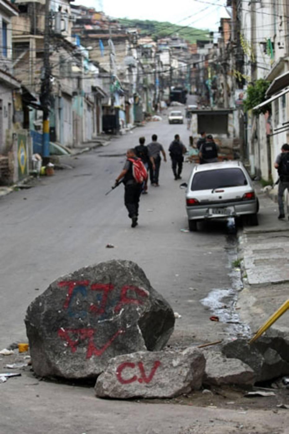Local marcado pelo Comando Vermelho é invadido pelo BOPE, na Penha