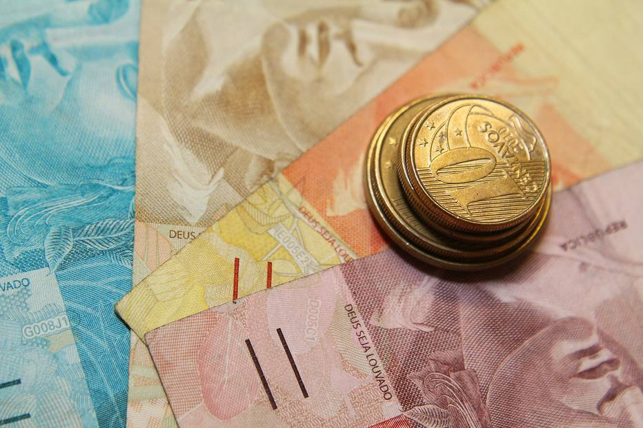 O que o brasileiro fez com o dinheiro do FGTS