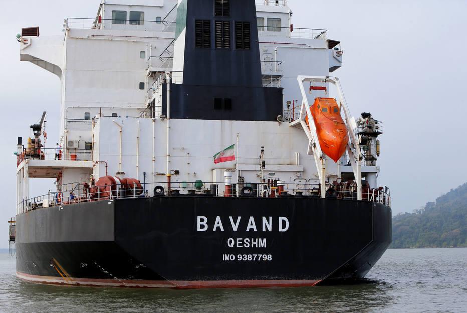 O cargueiro iraniano Bavand está parado perto do Porto de Paranaguá, no Paraná, por falta de combustível