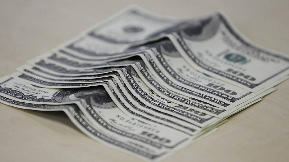Dólares em cima da mesa