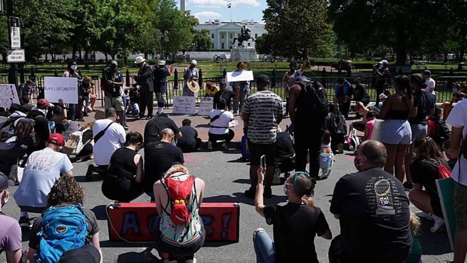 Manifestantes desafiam toques de recolher e EUA vivem crise histórica