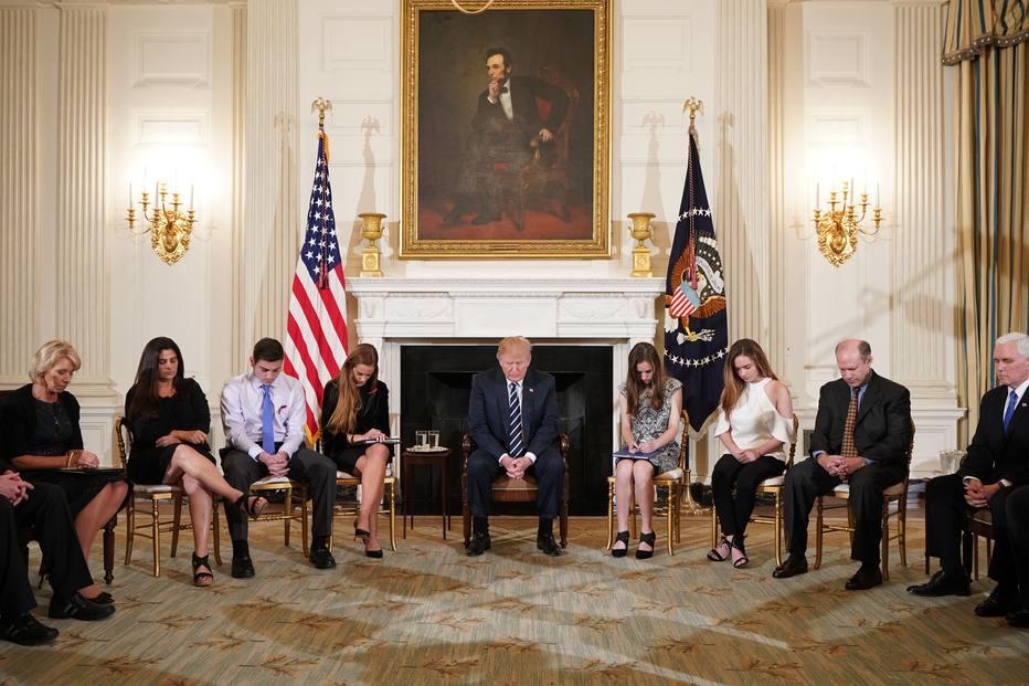O presidente americano Donald Trump se reúne na Casa Branca com vítimas de ataques a tiros em escolas americanas
