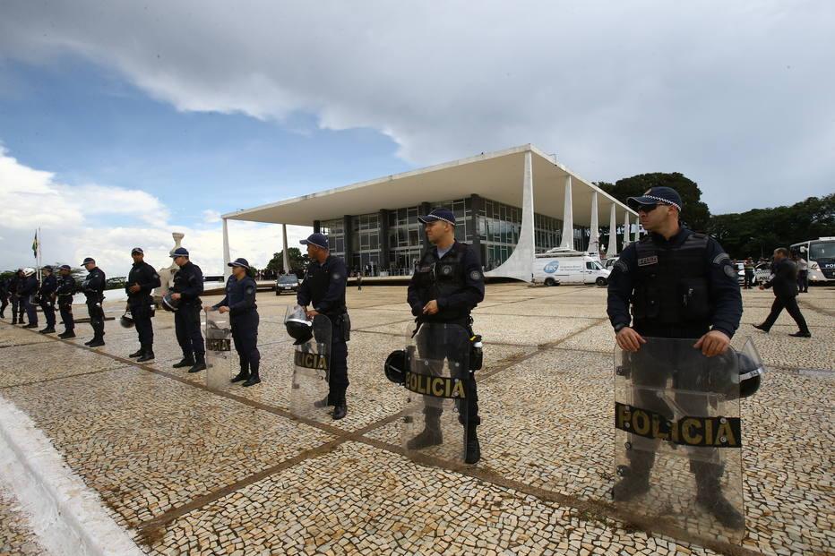 Policiais civis e militares do DF