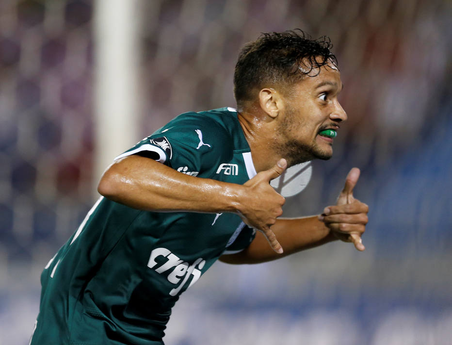 Gustavo Scarpa festeja o gol do Palmeiras
