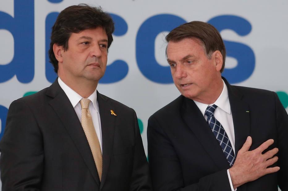Luiz Henrique Mandetta e Jair Bolsonaro no lançamento do programa Médicos pelo Brasil