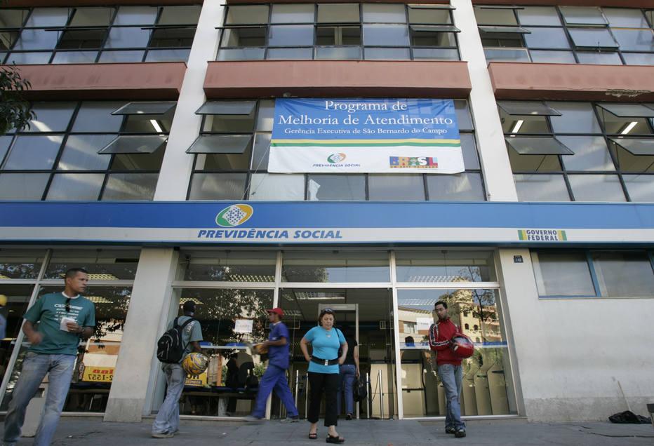 INSS paga mensalmente a 5.239 brasileiros um benefício maior do que o teto de R$ 5.839,45, uma fatura que pode chegar a R$ 639,2 milhões ao ano